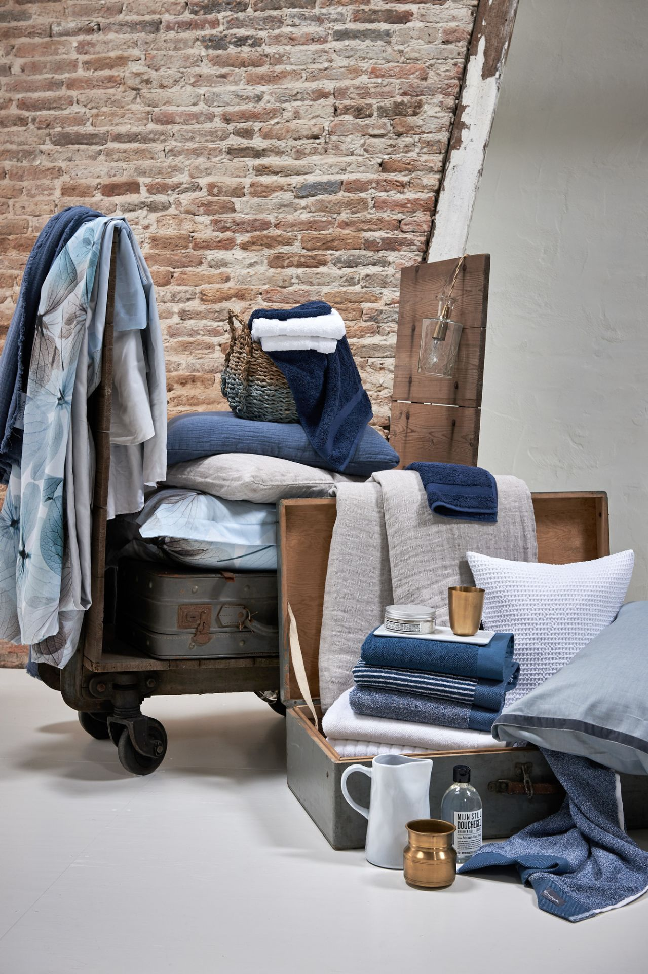 VanDyck bedtextiel Lovestory 403, Pure 8, Pure 16 184 faded denim, Pure 22 011 grey, Home 71 090 white, Home uni, Petite Ligne, Home Mouline 403 Vintage blue bij Faay Wonen in Oudewater